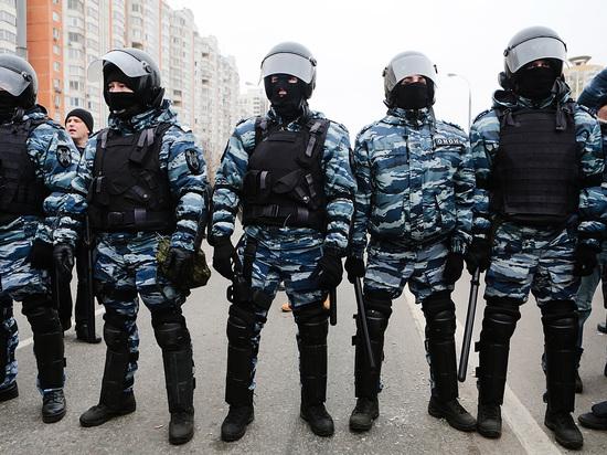 На школьной линейке в Петербурге выступил ОМОН