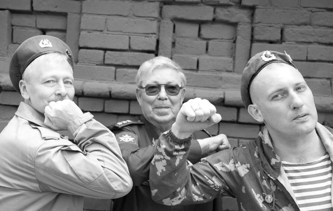 Виталий Маргелов (посередине)