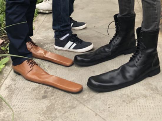 Ботинки для соблюдения социальной дистанции