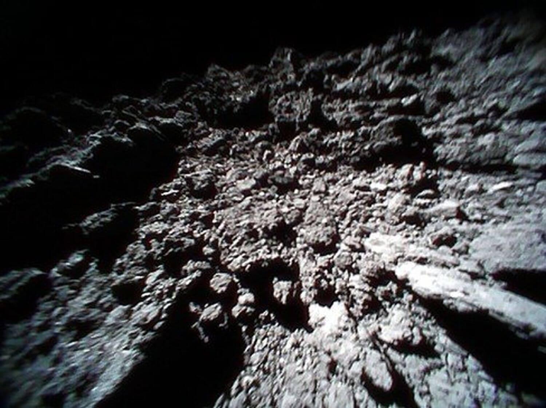 К Земле приблизились огромные астероиды