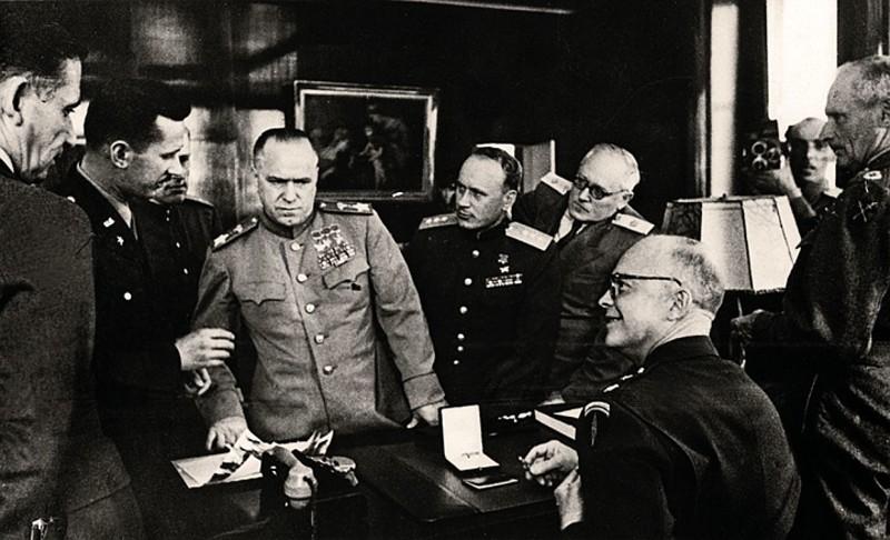 Подписание договора 5 июня 1945 года