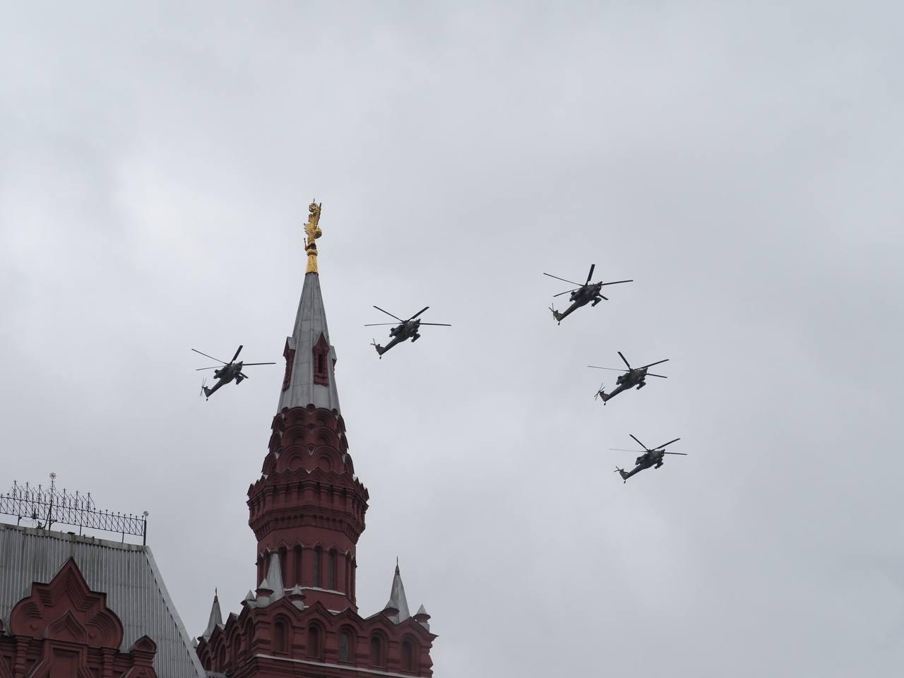 Угроза не помешала - на московском параде пролетели все