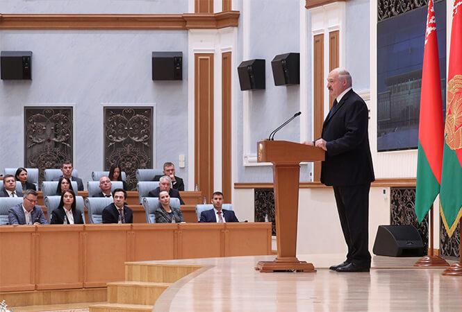 Александр Лукашенко на встрече со СМИ