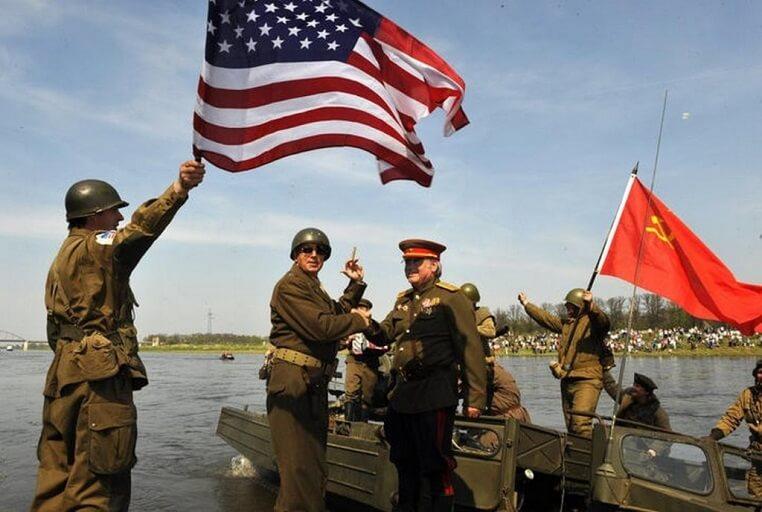 25 апреля 1945 года на реке Эльбе. Фото: Архив