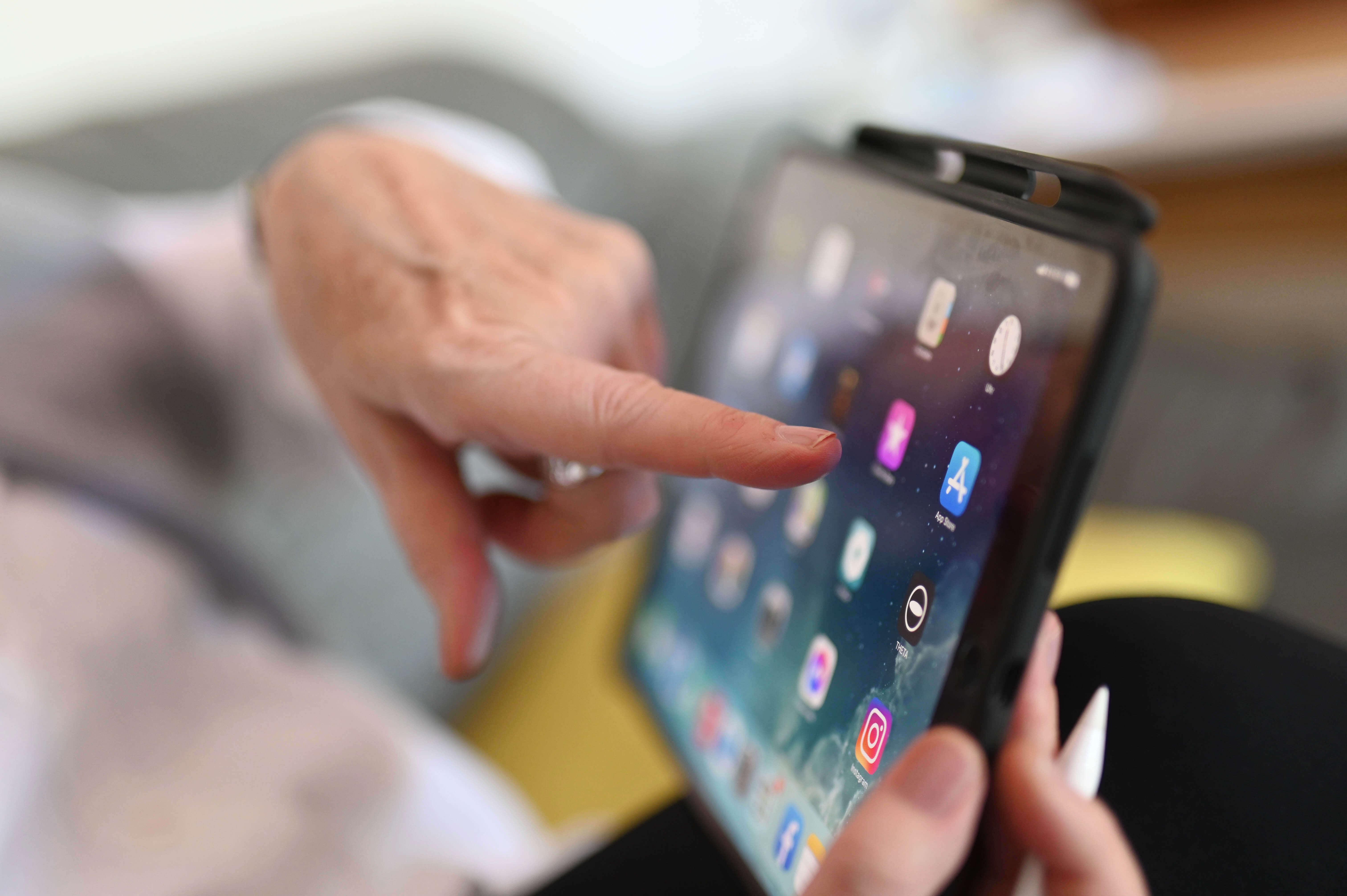 Американская корпорация Apple планирует презентовать предстоящей осенью новую версию планшетов iPad mini.