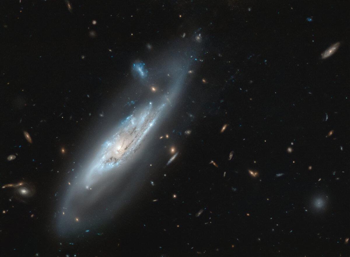 Из глубин и в космос: в России начал работу уникальный нейтринный телескоп