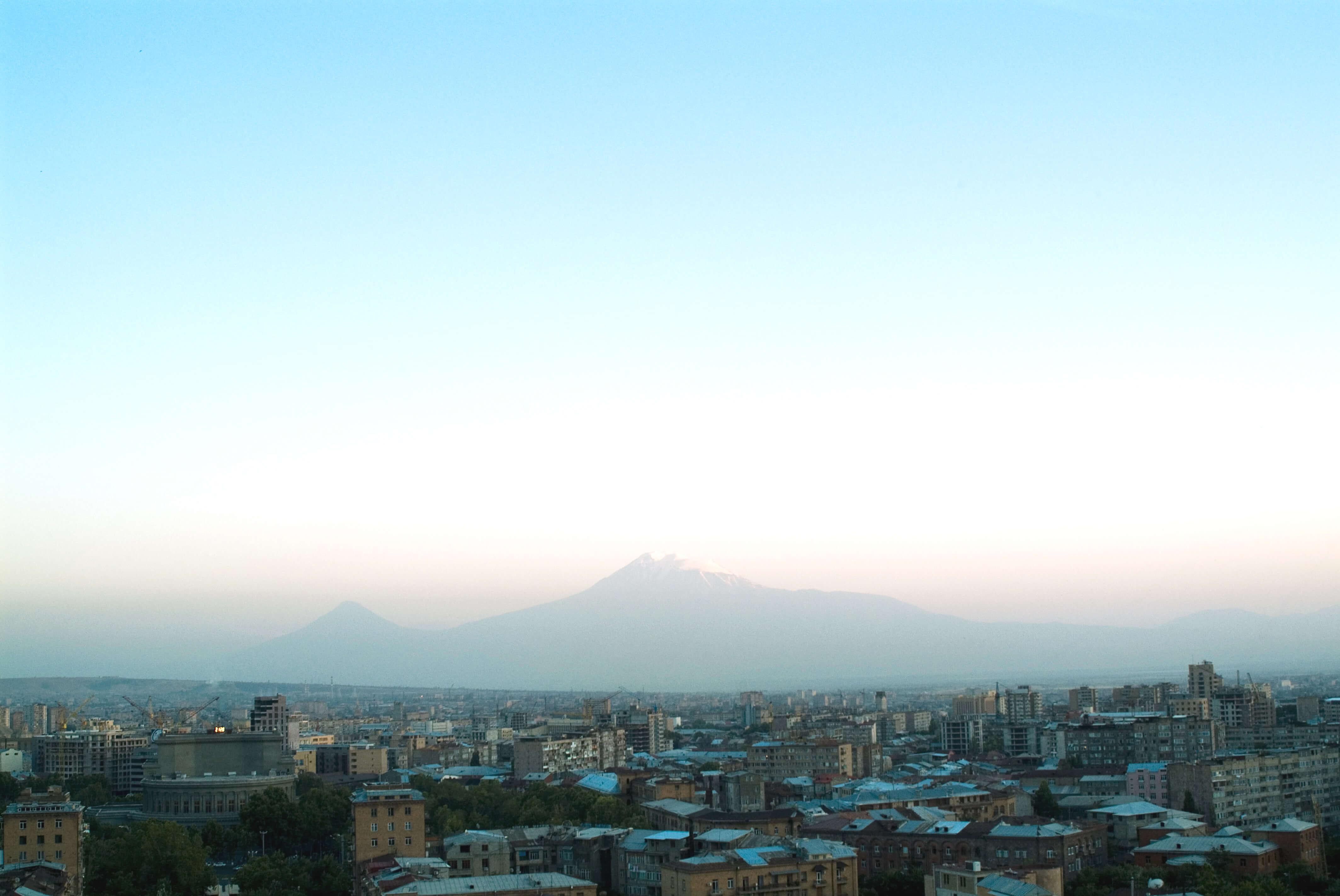 В Ереване оппозиция хочет перекрыть подъезд к администрации президента