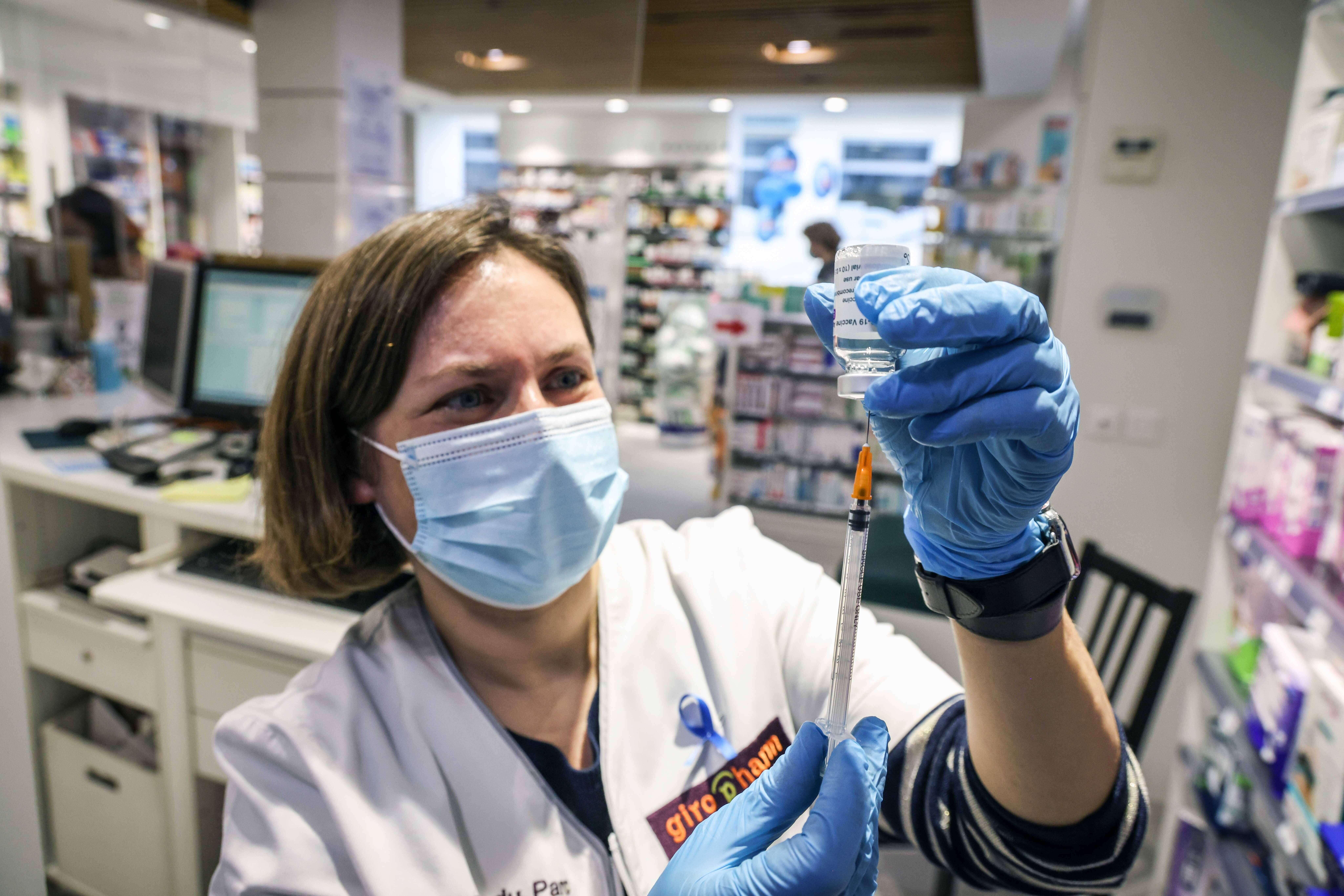 Минздрав Ирландии рекомендует приостановить использование вакцины AstraZeneca