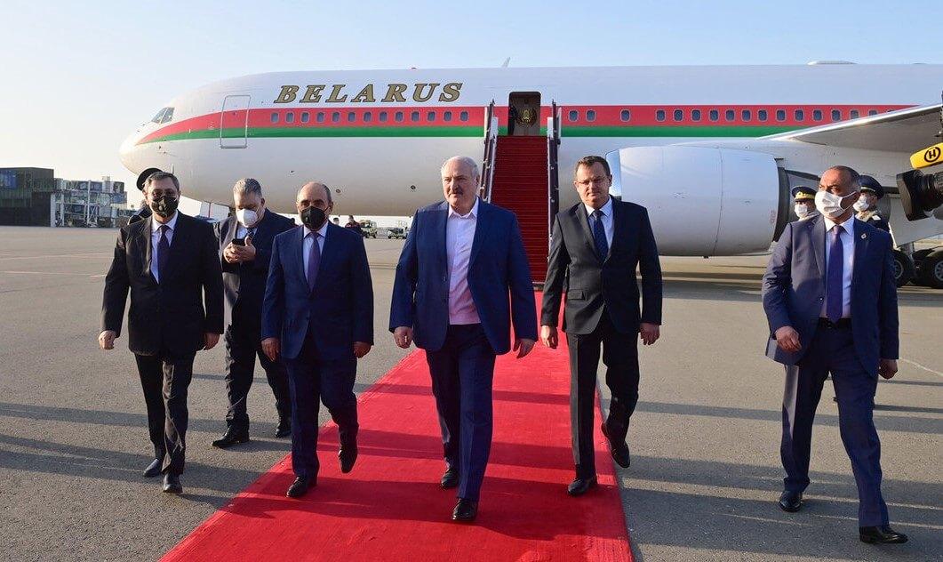 Александр Лукашенко прилетел в Азербайджан