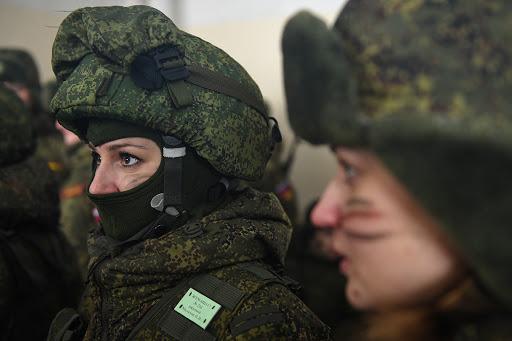 Военнослужащая армии РФ