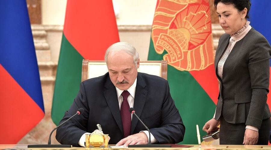 Лукашенко не включил в комиссию по Конституции людей с другими политическими взглядами