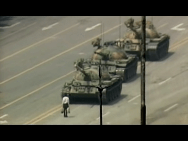 "Youtube / CNN / ""Неизвестный бунтарь"" на пл. Тяньаньмэнь в 1989 году"