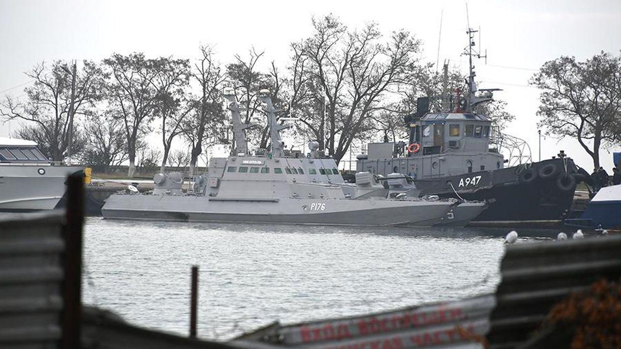 Корабли в порту Керчи