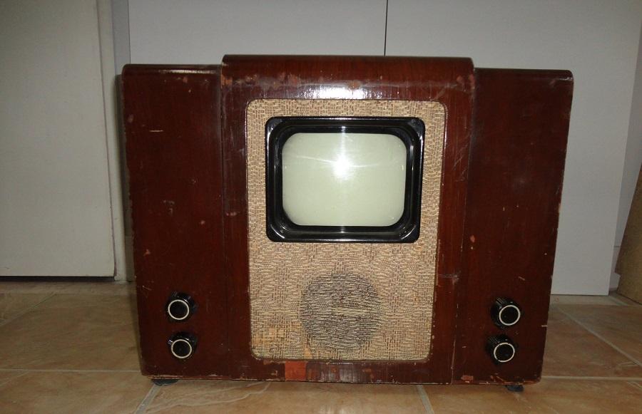 Советский телевизор КВН-49