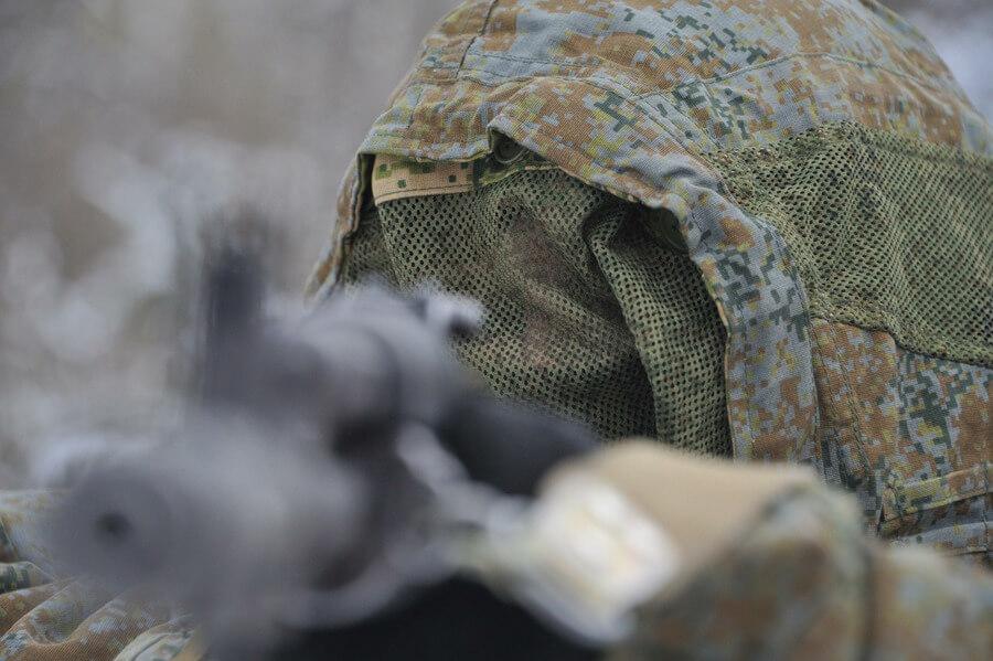 Солдаты во время учений на полигоне