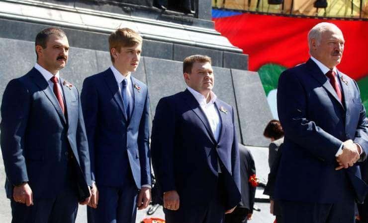 Виктор Лукашенко (слева)