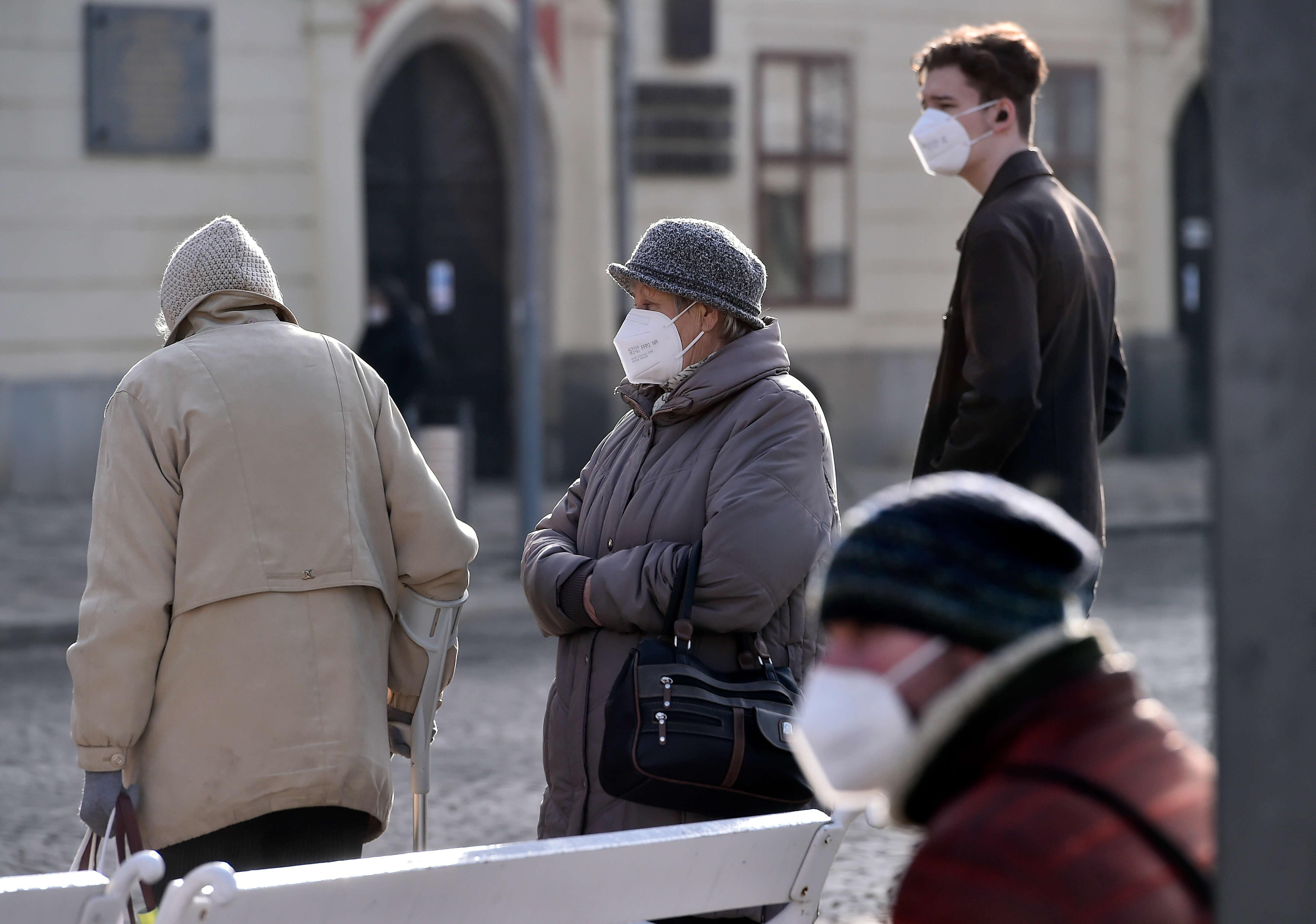 Власти Чехии усиливают антикоронавирусные ограничения