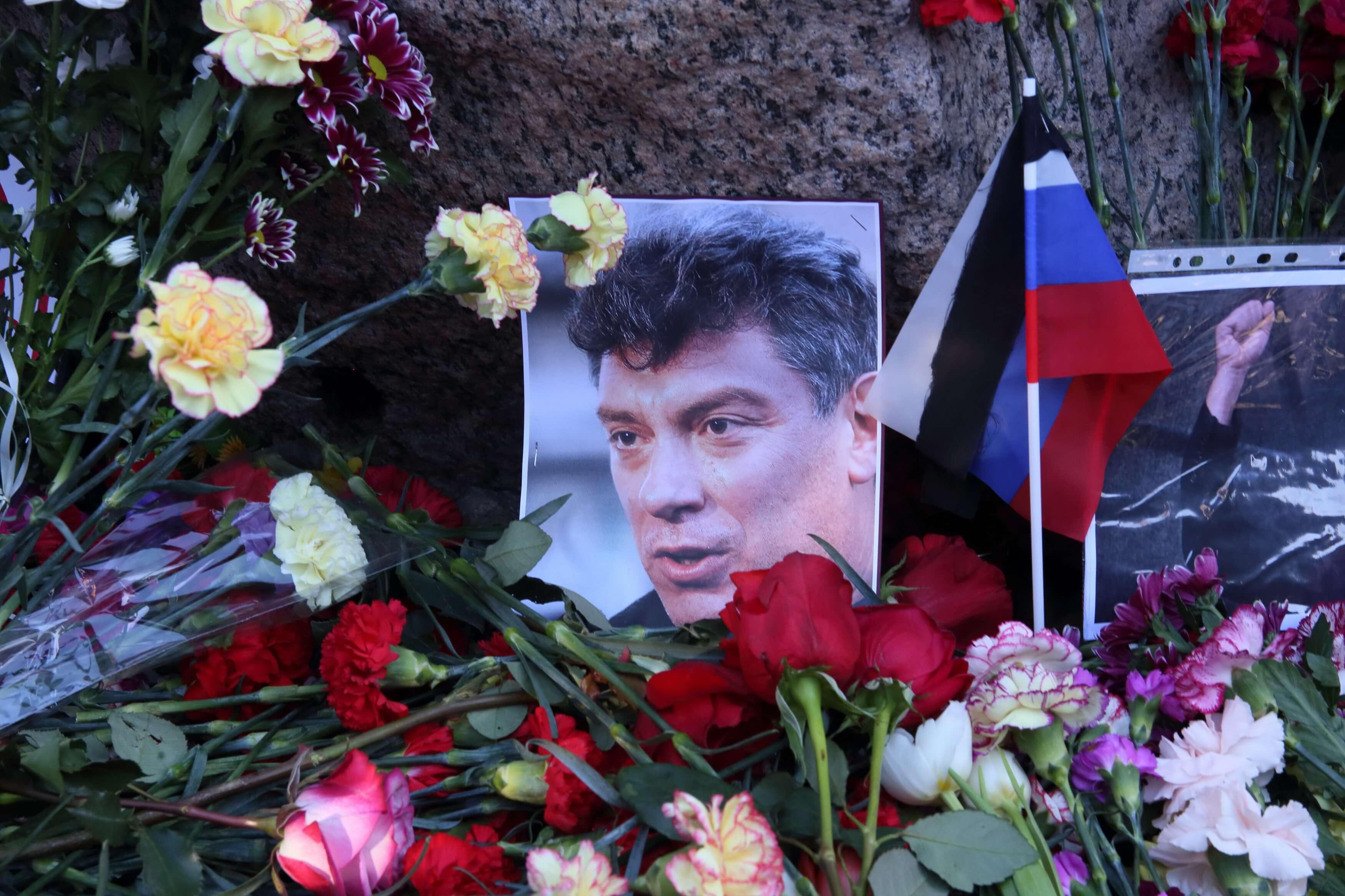 В Петербурге полиция и Росгвардия дежурят у места для акции памяти Немцова