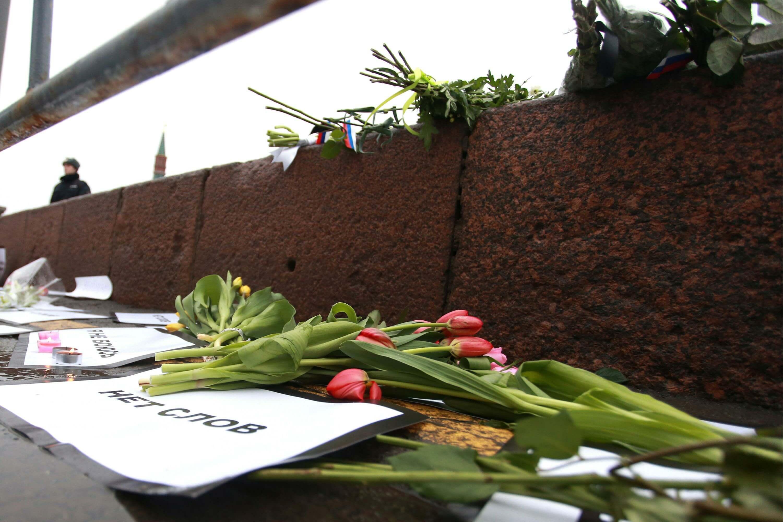 В Казани задерживали активистов из-за возложения цветов в память о Борисе Немцове