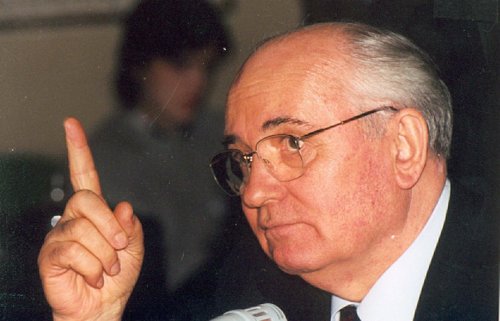 Горбачев призвал Путина и Байдена начать диалог