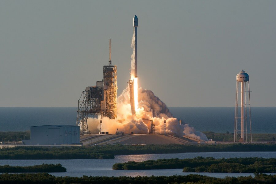 spacex.com/Global Look Press