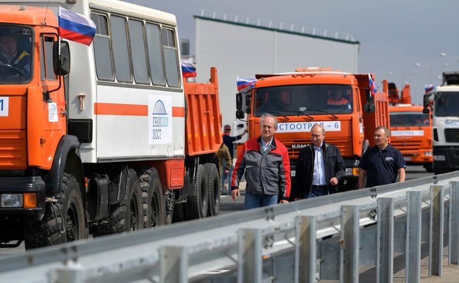 Владимир Путин и Аркадий Ротенберг (справа)
