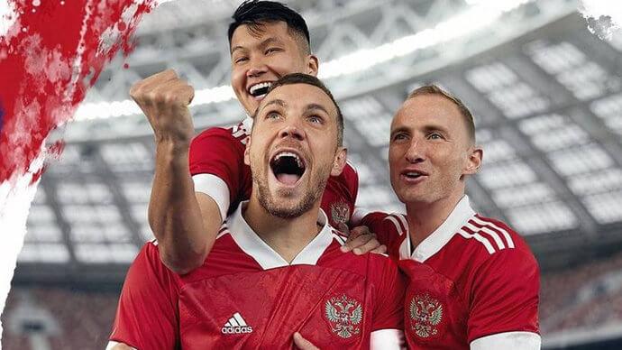 Игроки сборной России Ильзат Ахметов, Владислав Игнатьев и Артем Дзюба