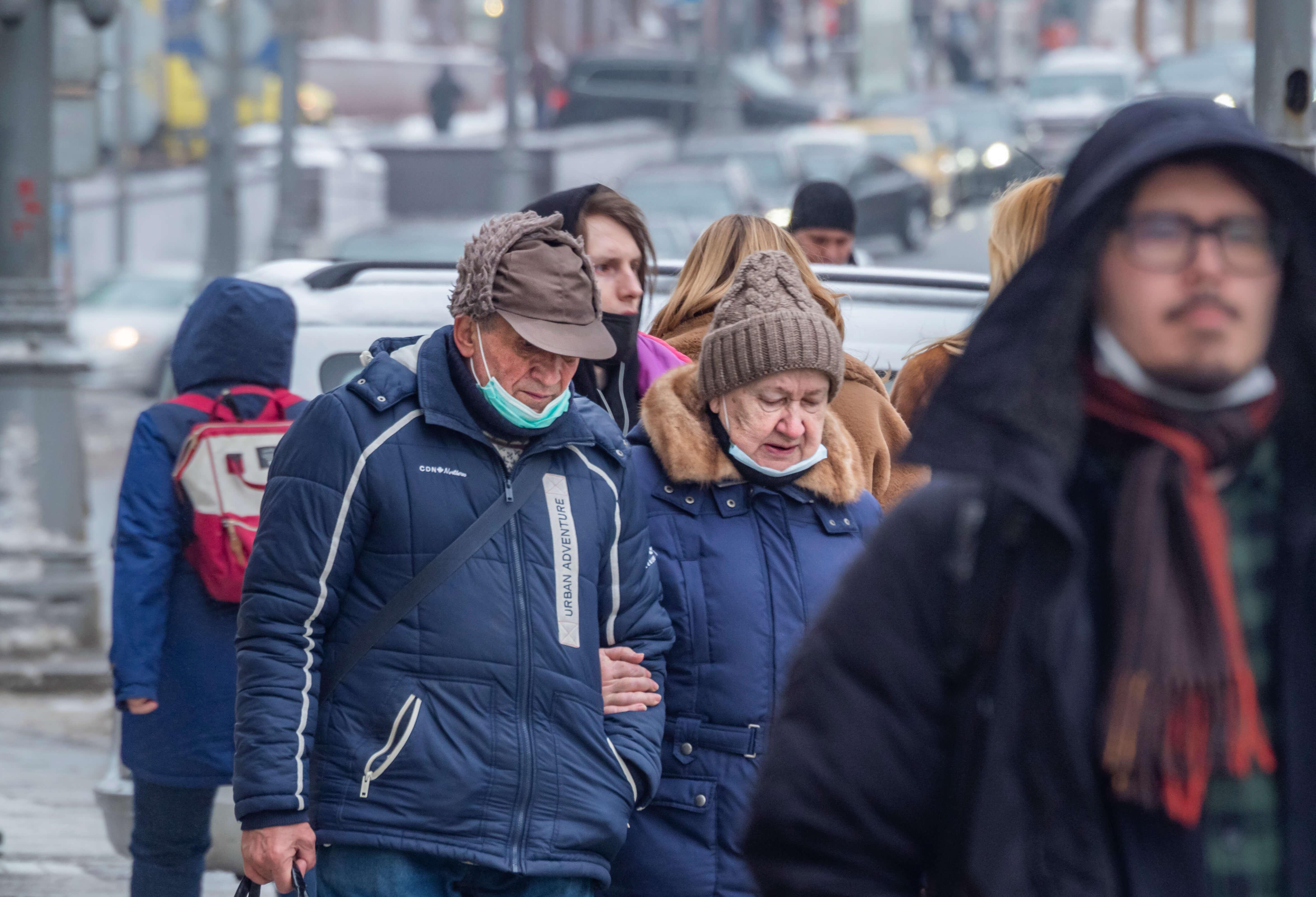 Украина: над пенсиями опять навис топор
