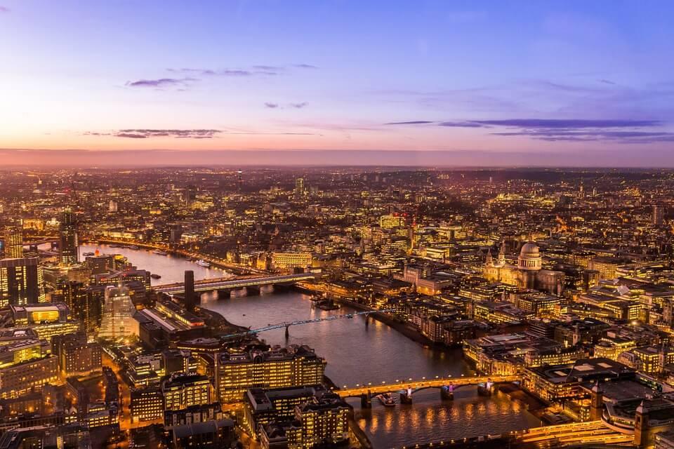 Коронавирус: Британия продлит до августа запрет на зарубежные поездки
