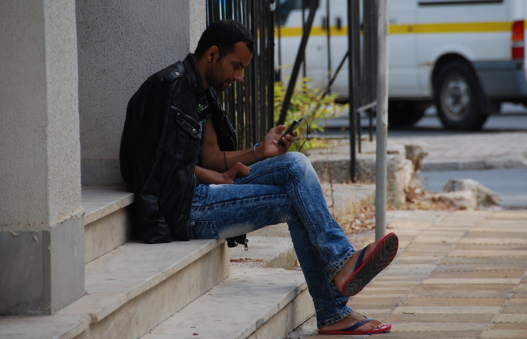 Мигрантов посадят на цифровой поводок. Россияне следующие thumbnail