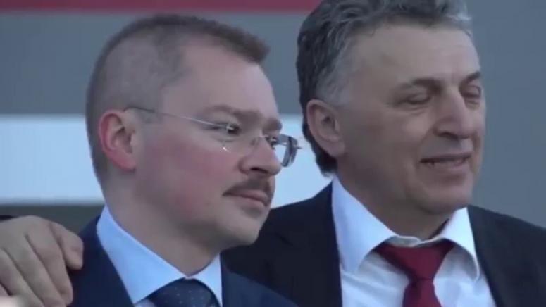 Артем Чайка (слева)