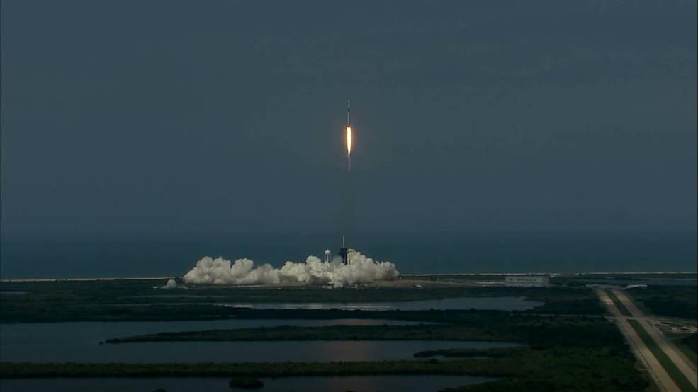 Прощай, «Союз». Как Илон Маск отправлял в космос Америку и почему мы за этим следили thumbnail