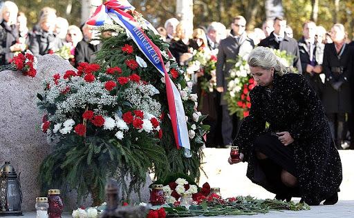 Место падения самолета президента Польши Леха Качиньского